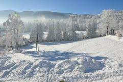 Jätte- berg/Karkonosze, Karpacz vinter Royaltyfri Fotografi