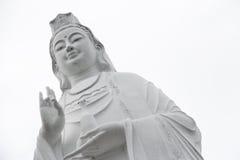 Jätte- Bodhisattva av statyn för medkänsla (Quan Am) på Linh Ung Pagoda arkivbild