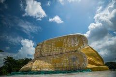 Jätte- Buddha Bago, myanmar Royaltyfri Fotografi