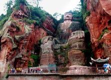Jätte- Buddhastaty nära staden av Leshan i det Sichuan landskapet i Kina royaltyfria bilder