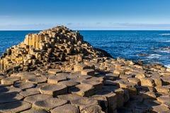 Jätte Causeway som är nordlig - ireland Arkivfoton