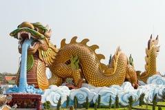 Jätte- drakestaty Arkivbilder