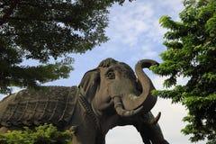 Jätte- elefantstaty Royaltyfria Foton
