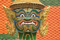 Jätte eller Yaksha på Wat Phra Kaew i Bangkok, Thailand Arkivfoto