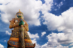 Jätte- förmyndare på Wat Phra Kaew Arkivfoton