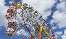 Jätte Ferris Wheel i sommar Arkivbild