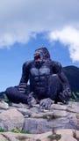 Jätte- gorillastaty Arkivfoto