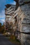 Jätte- granitoutcroppingförgrund längs att fotvandra slingan på Sams punktsylten Arkivfoto