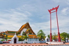 Jätte- gunga framme av Wat Suthat. Royaltyfri Foto