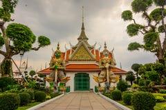 Jätte i templet Arkivbild
