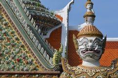 Jätte i Wat Arun på Bangkok, Thailand Arkivbilder