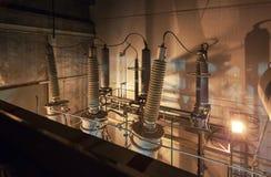 Jätte- isolatorer för switchgear i kraftstationen royaltyfri fotografi
