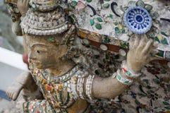 Jätte jättestaty på Wat Arun i Thailand. Arkivfoton