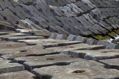 Jätte- konkreta kvarter som skyddsmur mot havet Fotografering för Bildbyråer