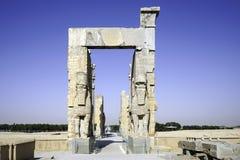 Jätte- lamassustatyer som allra bevakar nationer för port i forntida Persepolis Iran Royaltyfri Fotografi