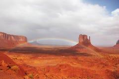 jätte- over regnbåge för klippor Royaltyfria Bilder