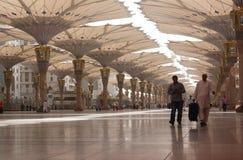 Jätte- paraply på Madinah Arkivbilder