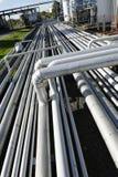 jätte- pipelineraffinaderi för konstruktion Arkivfoton