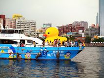 Jätte- Rubber Duck Visits Taiwan Arkivbilder