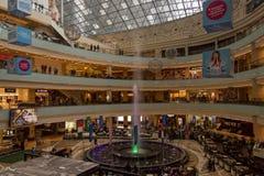 Jätte- shoppinggalleria i Moskva Arkivbild