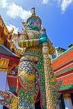 Jätte- skulpturdemonförmyndare på den storslagna slotten, Bangkok, Thailand arkivfoton