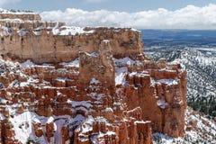 Jätte- snö täckte butten i Bryce Canyon, Utah Royaltyfri Bild
