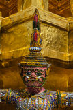 Jätte- ställning runt om pagod av Thailand på watprakaew Fotografering för Bildbyråer