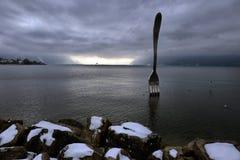 Jätte- stålgaffel i vatten av Genève sjön Vevey Royaltyfria Bilder