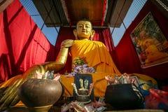 Jätte- staty av Buddha arkivbild