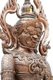 Jätte- staty för färgrik thailändsk stiljätte som isoleras på vita bakgrunder, en av den gigantiska förmyndaren för tecken i thai Arkivbild