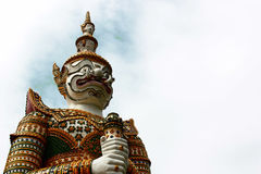 Jätte- staty i Wat Arun Royaltyfri Bild