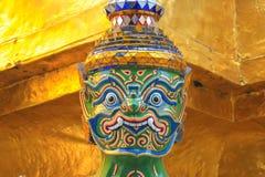 Jätte- staty på templet av smaragden buddha Arkivfoto