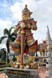 Jätte- staty på THAILÄNDSKA ROYAL PALACE Arkivbild