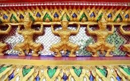 jätte- thai mosaiktempel arkivfoto