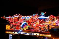 Jätte- upplyst Nebuta flöte i Nebuta Warasse, Aomori, Japan Royaltyfri Fotografi