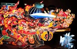 Jätte- upplyst Nebuta flöte i Nebuta Warasse, Aomori, Japan Arkivbild
