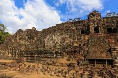 Jätte- vilaBuddha i den Bapuon templet Fotografering för Bildbyråer