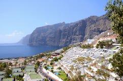 Jätte- vulkaniska klippor för Los Gigantes på Tenerife Royaltyfria Foton