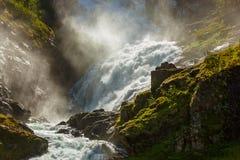 JätteKjosfossen vattenfall i Flam - Norge Royaltyfri Fotografi