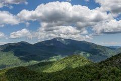 Jättemaximum i de Adirondack bergen av New York arkivbilder