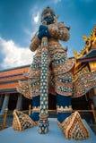 Jätten på Emerald Buddha, Bangkok, Thailand Royaltyfri Bild