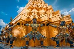 Jätten på Emerald Buddha, Bangkok, Thailand Arkivbilder