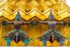 Jätten på Emerald Buddha, Bangkok, Thailand Royaltyfri Fotografi