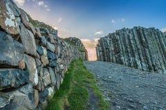 Jättes vägbank i norr Irland Arkivfoton