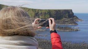 Jättevägbank - en populär gränsmärke i nordligt - Irland stock video