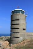 Jérsei, torre alemão do relógio e depósito perto do La Corbiere Fotografia de Stock