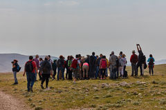Jérusalem - 10 04 2017 : Groupe de personnes trekking dans les mountais Image stock