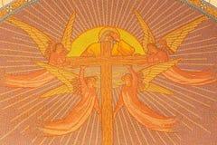 Jérusalem - mosaïque de Dieu le père avec la croix et les anges dans l'église de St Peter dans Gallicantu Photographie stock libre de droits