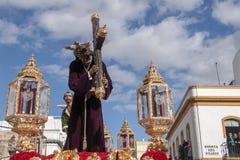 Jésus avec la croix, semaine sainte en Séville, confrérie de San Roque photo libre de droits