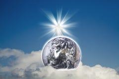 Jésus avec la terre (éléments de la terre de cette image meublés par la NASA) Photographie stock libre de droits